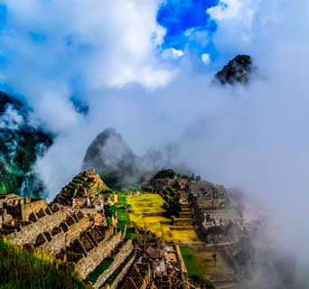 SUNRISE IN MACHU PICCHU AND SACRED VALLEY OF INCAS IN 2 DAYS
