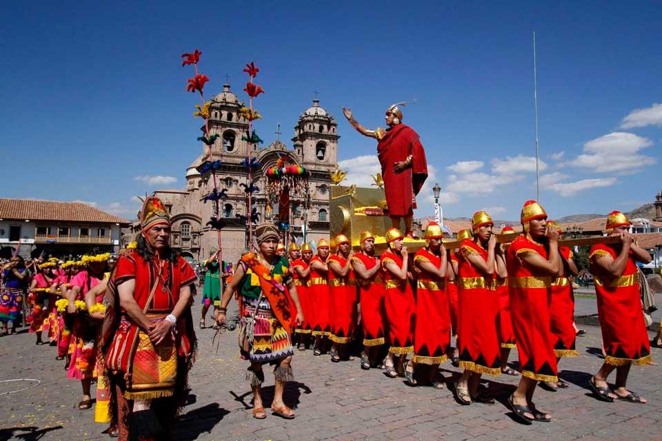 Ceremonia del inti raymi en la plaza de armas del cusco